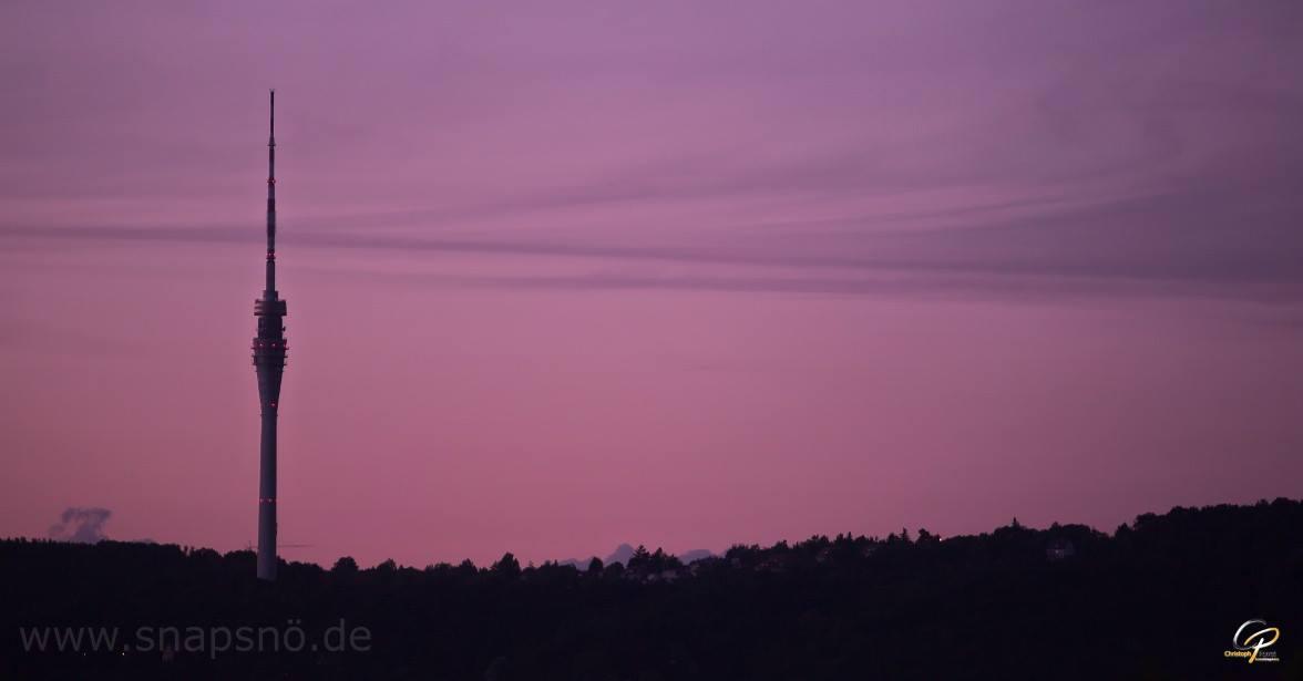 Blick von Dresden Leuben über die Elbe zum Fernsehturm