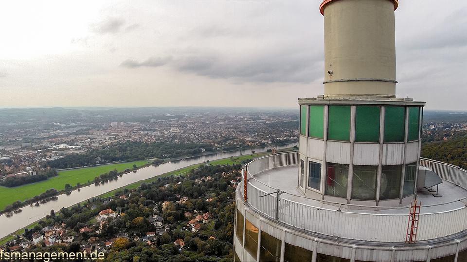 Blick über die Aussichtsplattform des Fernsehturmes in Richtung Stadtzentrum